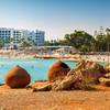 Staré nádoby na pláži Nissi beach