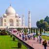 Návštevníci Tádž Mahalu